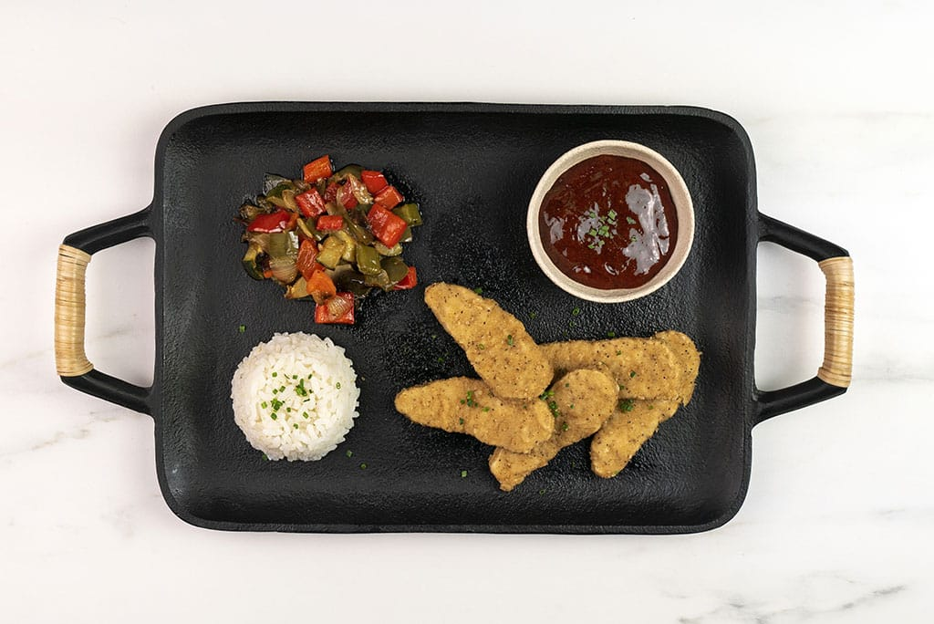 Crispy tenders con verduras y salsa agridulce de pimiento