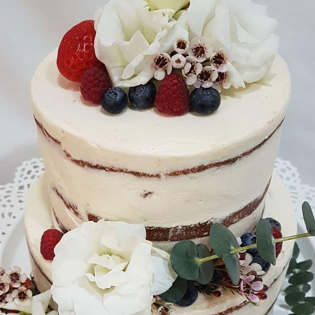 Naked Cake con frutos rojos y almíbar de cava